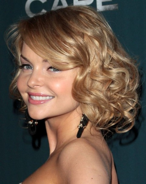 Cute Medium Length Wavy Hairstyles for Women
