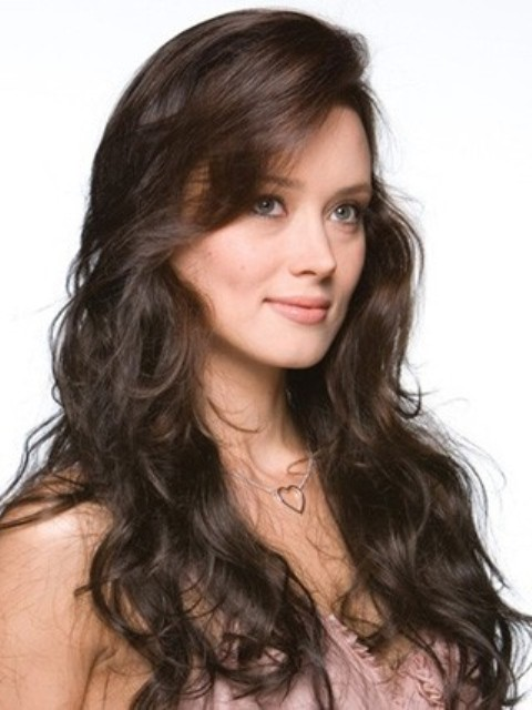 Beautiful Long Hairstyles for Round Faces-2