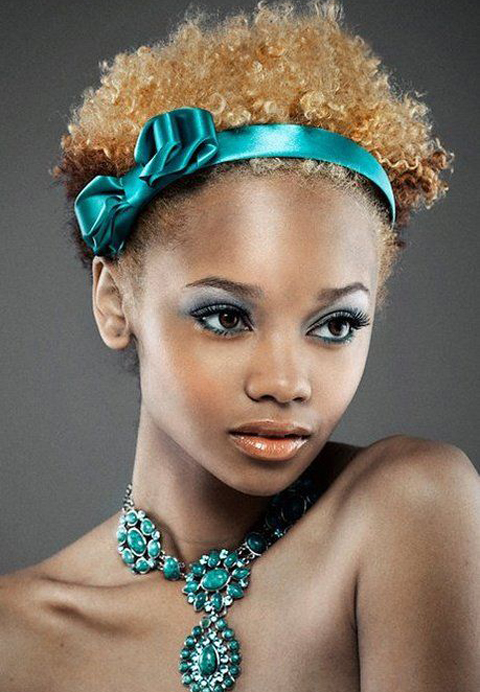 Cute blonde natural prom hairstyle for black girl