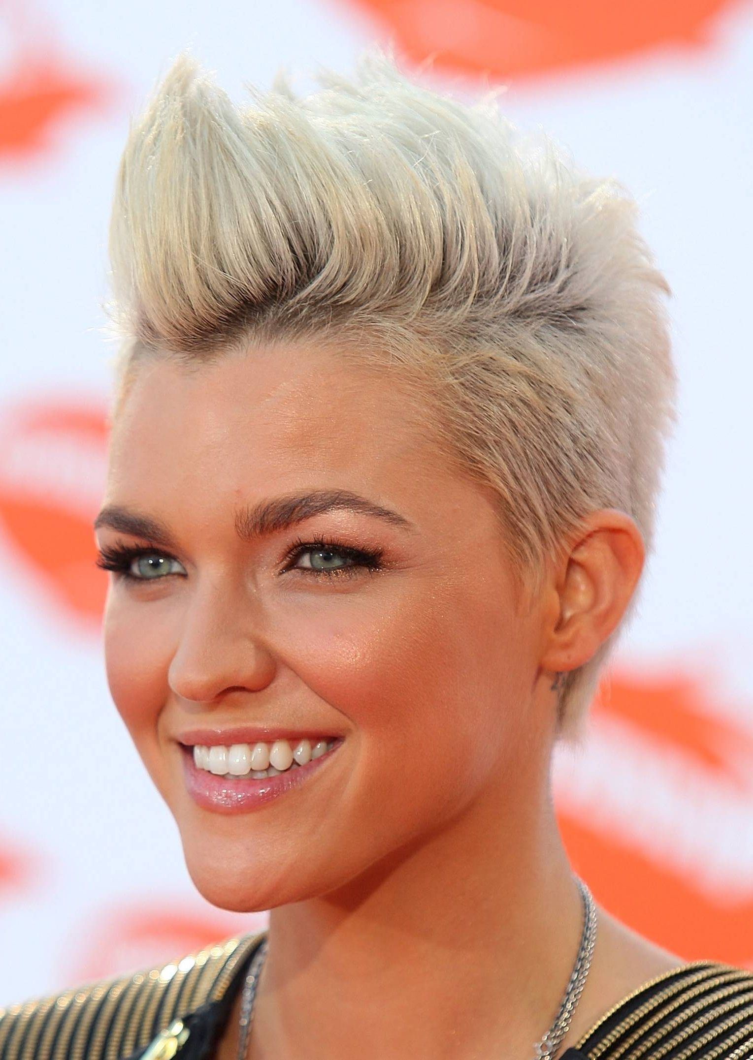 Celebrity Trend 12 Amazingly Feminine Side Shaved Haircuts